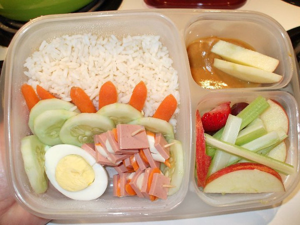 Facebook fan Kim shared this with us. I'm impressed with the mini carrot divider wall. How cool is that? :)